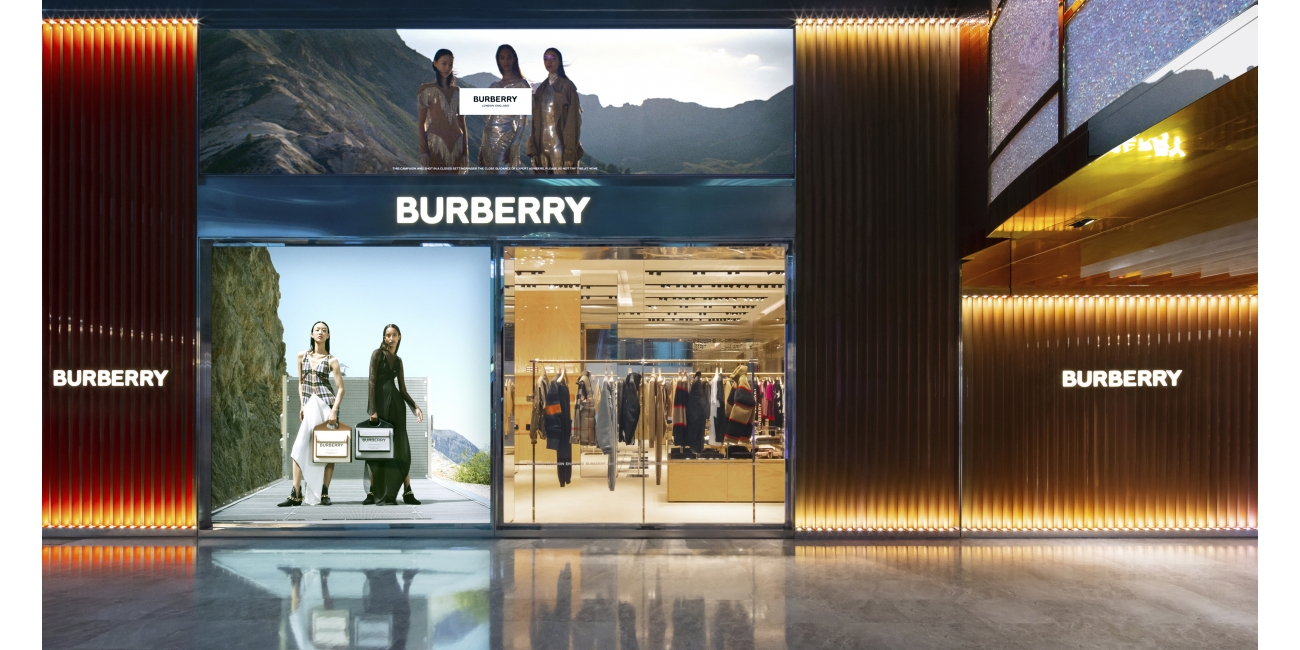 Burberry opens new store in Taoyuan International Airport, Taiwan c Courtesy of Burberry_001
